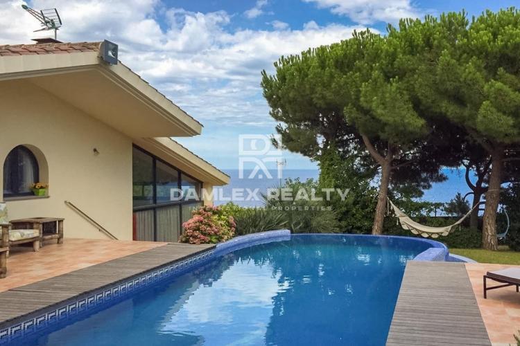 Villa moderne avec vue mer