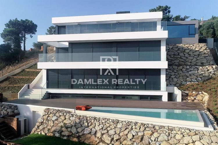 Maison / Villa avec 4 chambres, terrain 1000m2, a vendre á Begur, Costa Brava