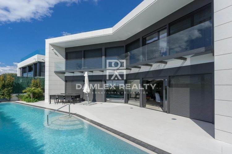 Maison / Villa avec 5 chambres, terrain 400m2, a vendre á Teia, Côte Nord de Barcelone