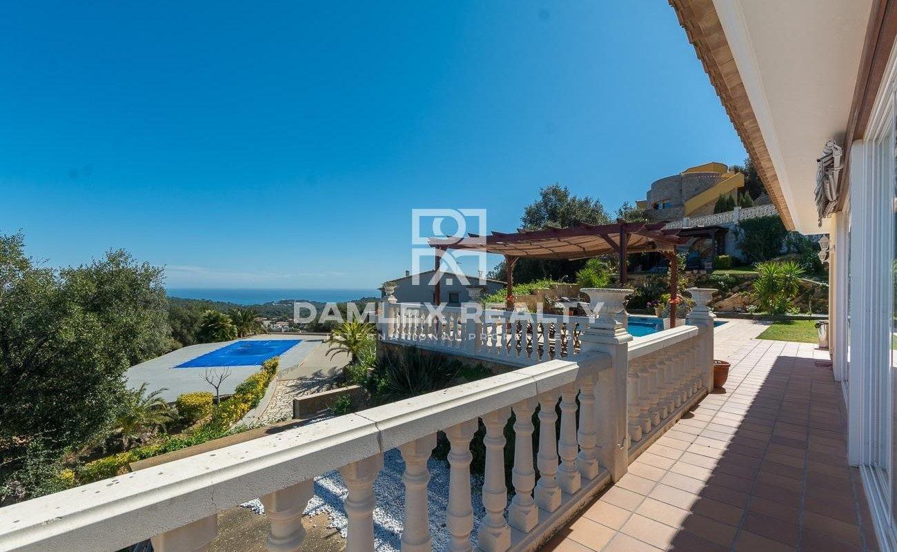 Charmante villa avec vue sur la mer et les montagnes