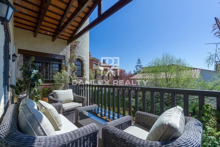 Maison / Villa avec 5 chambres, terrain 443m2, a vendre á Vilassar de Dalt, Côte Nord de Barcelone