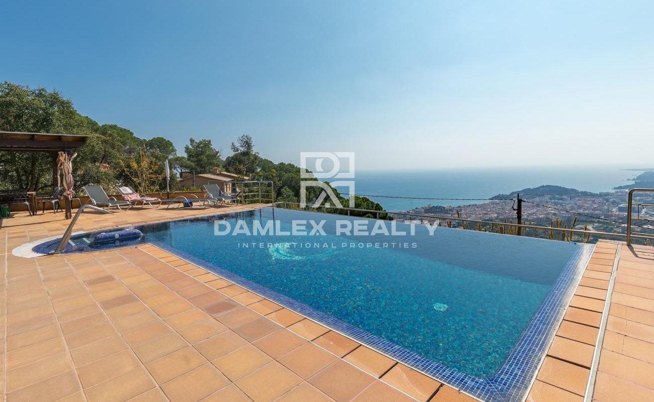 Villa à Lloret de Mar avec vue panoramique sur la mer.