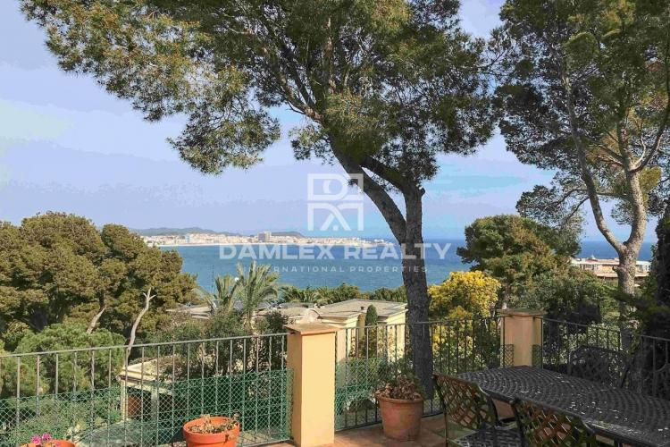 Maison / Villa avec 6 chambres, terrain 1071m2, a vendre á Calonge, Costa Brava