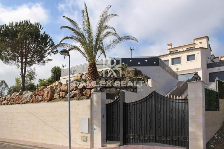 Maison / Villa avec 6 chambres, terrain 1213m2, a vendre á Calonge, Costa Brava