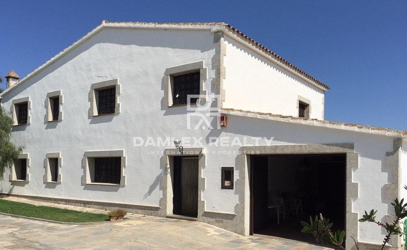 Maison / Villa avec 7 chambres, terrain 20000m2, a vendre á Blanes, Costa Brava