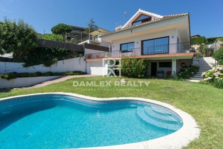 Maison / Villa avec 5 chambres, terrain 600m2, a vendre á Vilassar de Dalt, Côte Nord de Barcelone