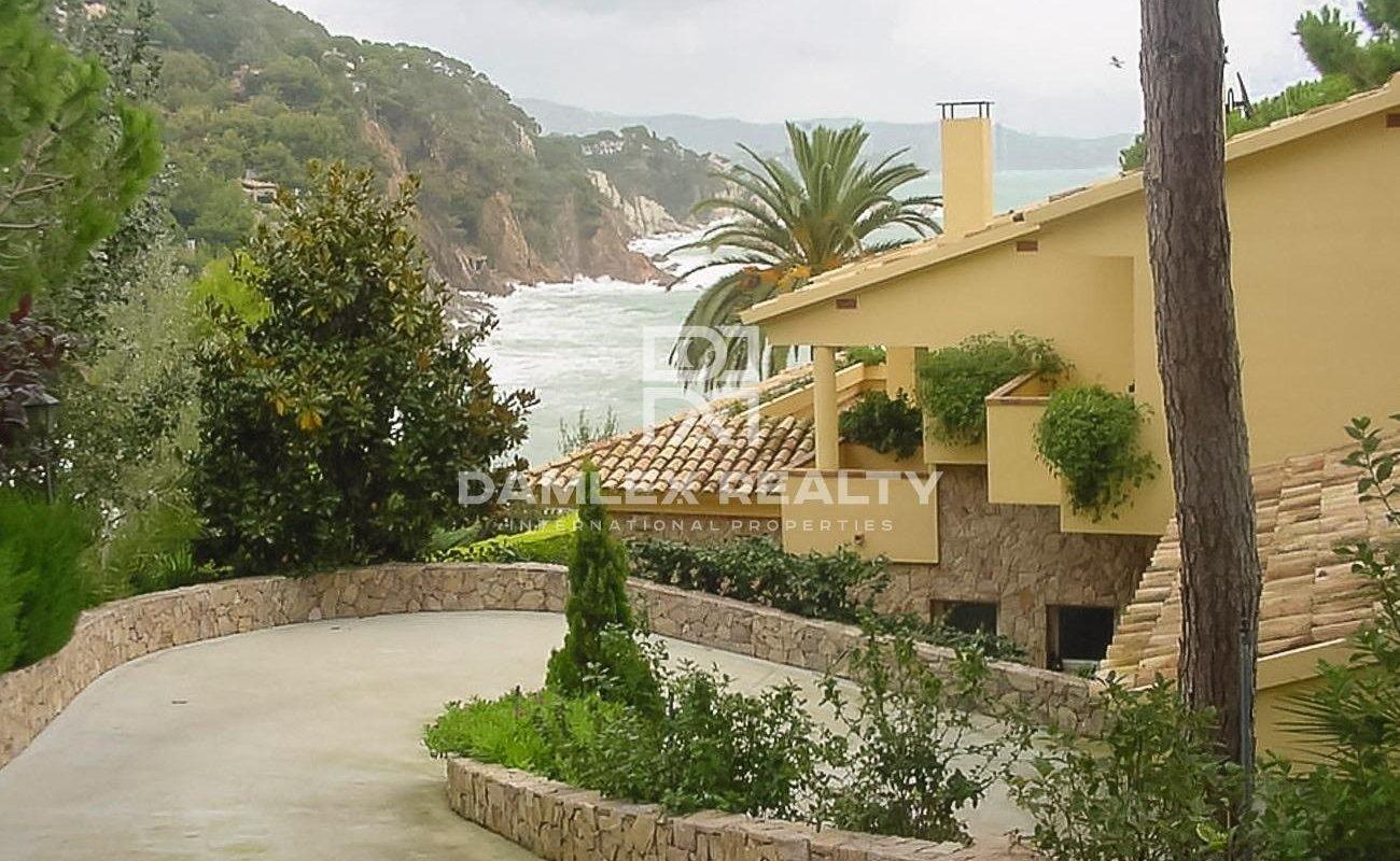 Maison / Villa avec 8 chambres, terrain 1500m2, a vendre á Blanes, Costa Brava