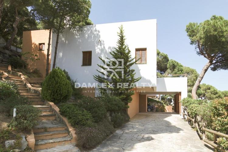 Maison / Villa avec 5 chambres, terrain 1900m2, a vendre á Premia de Dalt, Côte Nord de Barcelone