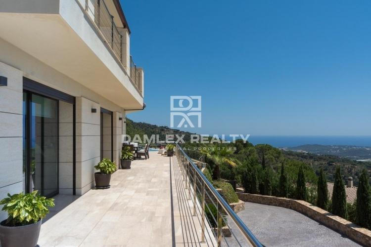 Villa de prestige avec vue panoramique sue la mer Méditerranée