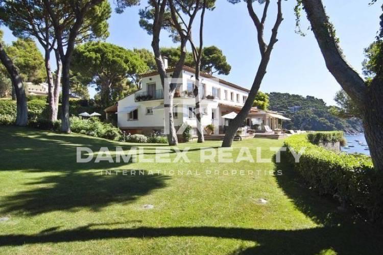 Maison / Villa avec 6 chambres, terrain 2000m2, a vendre á Calella de Palafrugell, Costa Brava