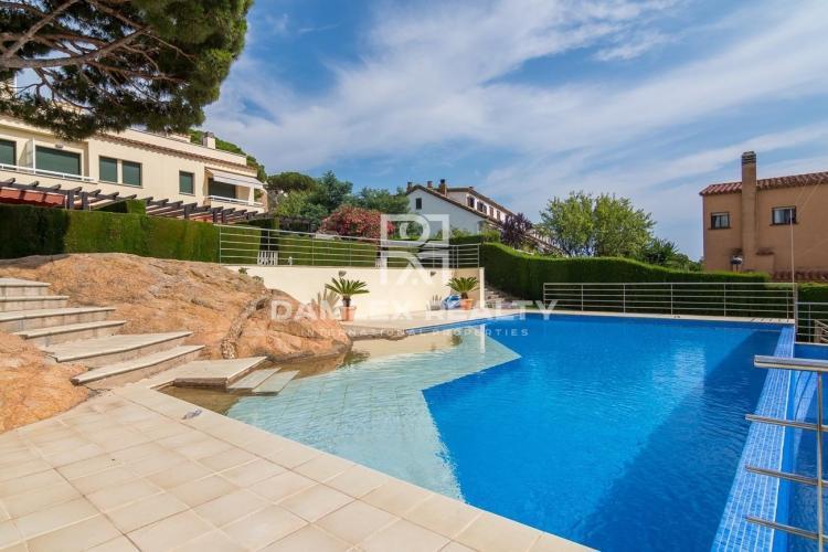Maison / Villa avec 4 chambres, terrain m2, a vendre á Sant Feliu de Guixols, Costa Brava
