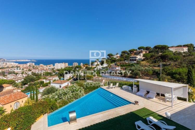 Villa avec impressionantes vues sur mer et montagnes à 1,5 km de la plage