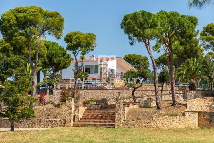 """Maison / Villa avec 4 chambres, terrain 30000m2, a vendre á Platja d""""Aro, Costa Brava"""