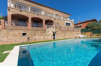 Maison / Villa avec 6 chambres, terrain 900m2, a vendre á Calonge, Costa Brava