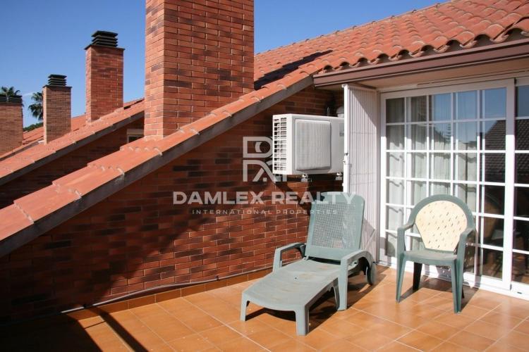 Maison / Villa avec 4 chambres, terrain 100m2, a vendre á Premia de Dalt, Côte Nord de Barcelone