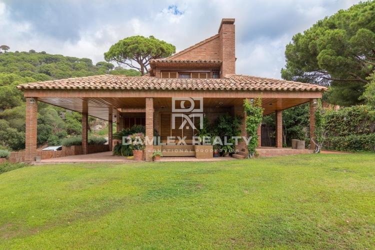 Maison / Villa avec 5 chambres, terrain 850m2, a vendre á Premia de Dalt, Côte Nord de Barcelone