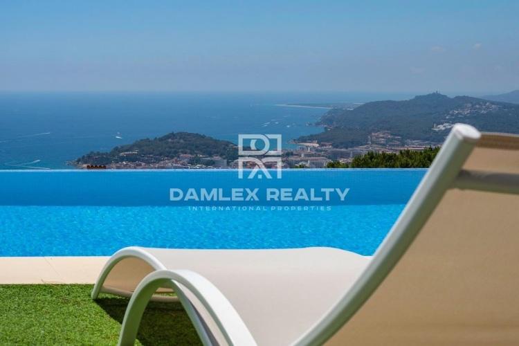 Villa de luxe avec vue panoramique sur la mer dans l`urbanisation Roca Grossa