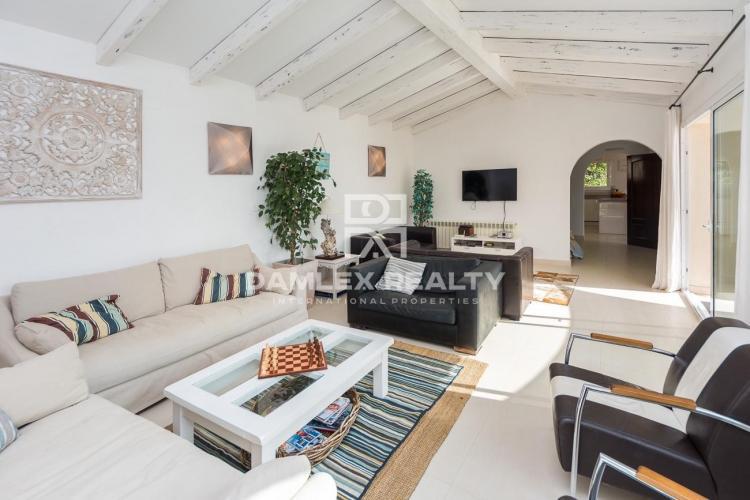 Villa moderne avec vue sur mer et licence touristique