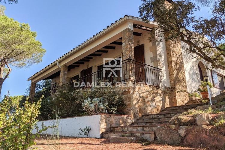 Maison / Villa avec 6 chambres, terrain 26645m2, a vendre á Autres zones, Costa Brava