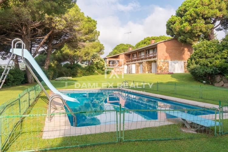 Magnifique villa avec un grand terrain dans l`une des meilleures urbanisations de la Costa Marseme
