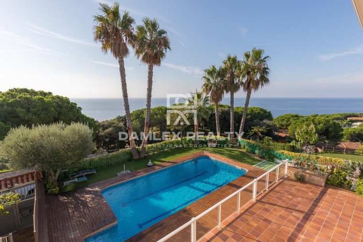 Villa de luxe avec vues imprenables sur la mer