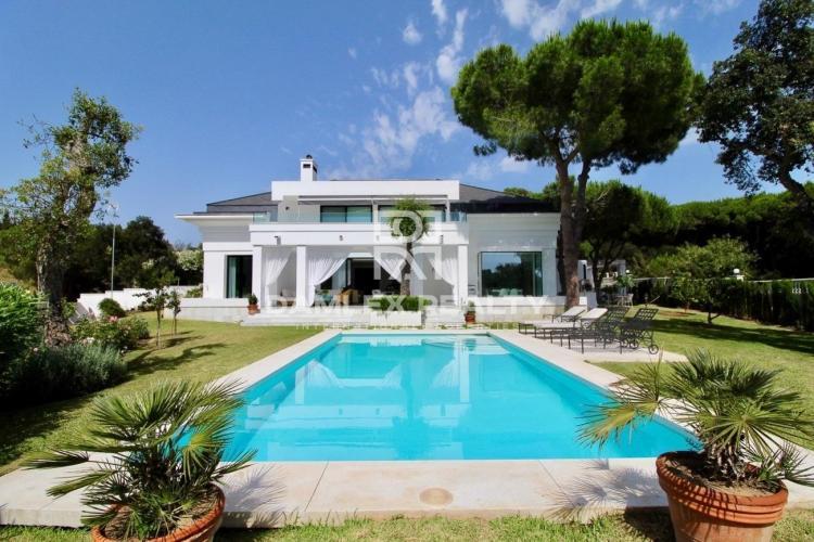 Excellente villa à Cabopino, Est de Marbella