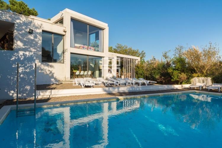 Superbe villa d`architecte dans forêt d`une urbanisation de Lloret de Mar