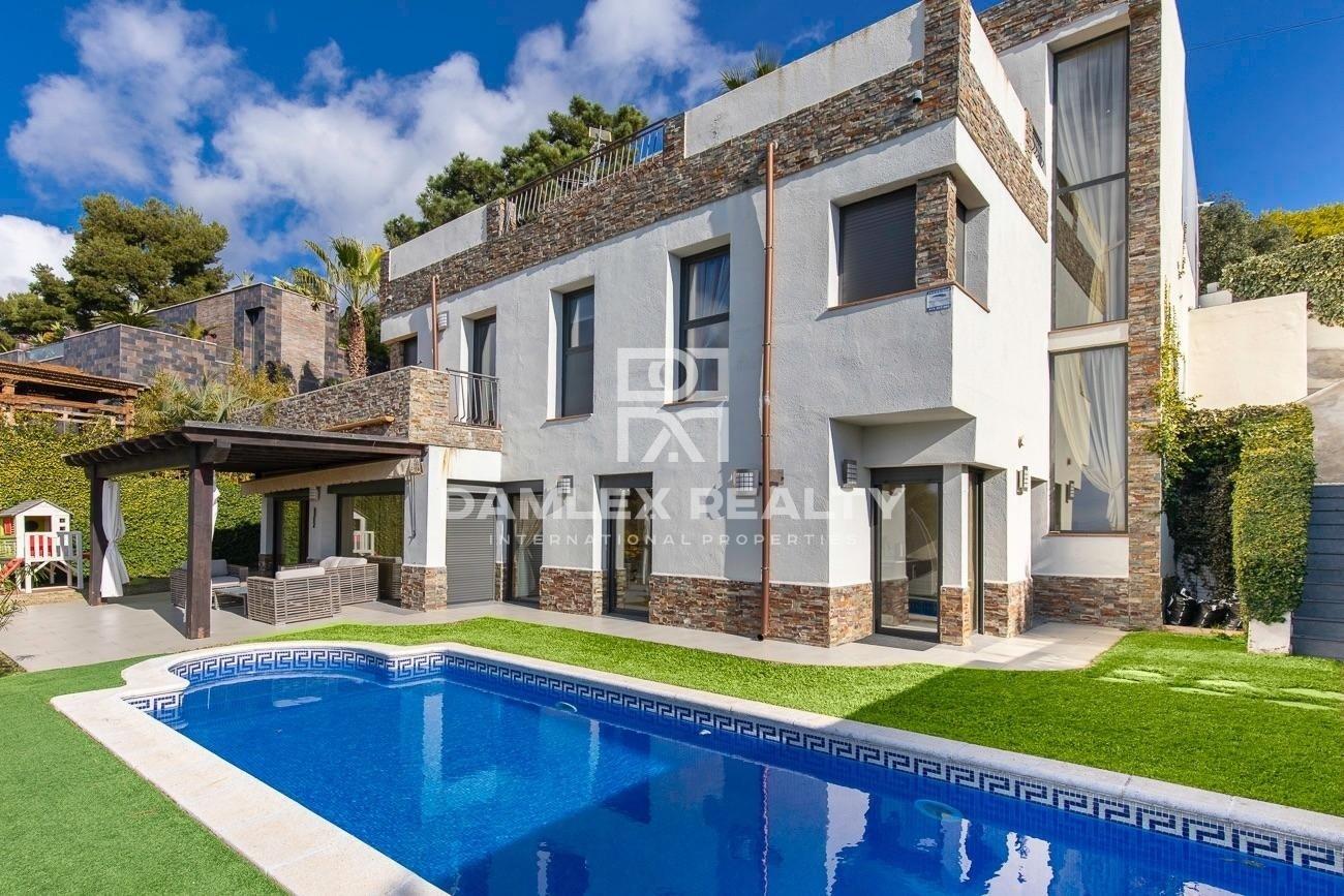 Jolie Maison à la Urcasa avec une belle vue mer