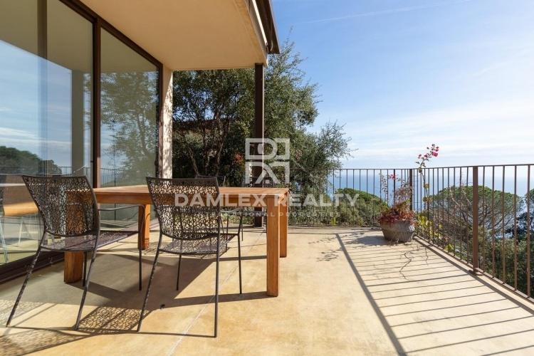 Maison avec vue sur la mer dans l`urbanisation RosaMar sur la Costa Brava