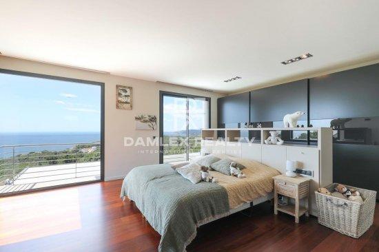 Magnifique villa contemporaine face à la mer à Cala Canyelles