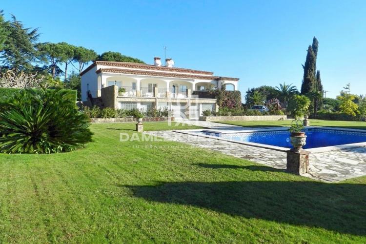 Maison / Villa avec 5 chambres, terrain 7000m2, a vendre á Sant Feliu de Guixols, Costa Brava