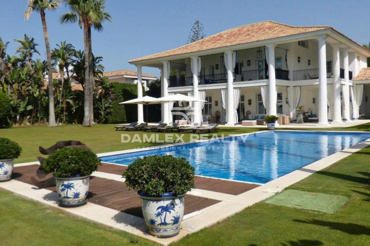 Maison / Villa avec 5 chambres, terrain 2424m2, a vendre á Estepona, Costa del Sol