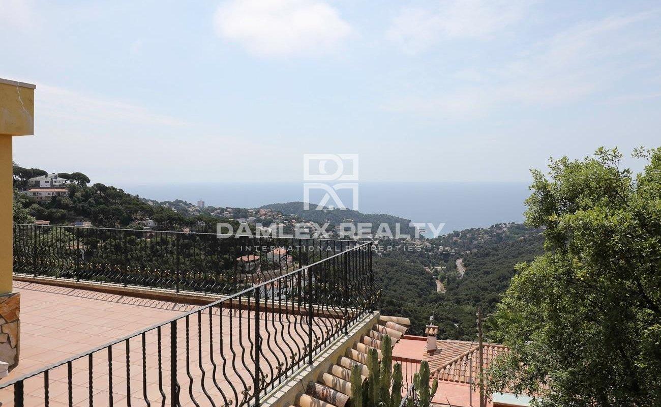 Maison avec vue panoramique sur la mer dans l`urbanisation Serra Brava
