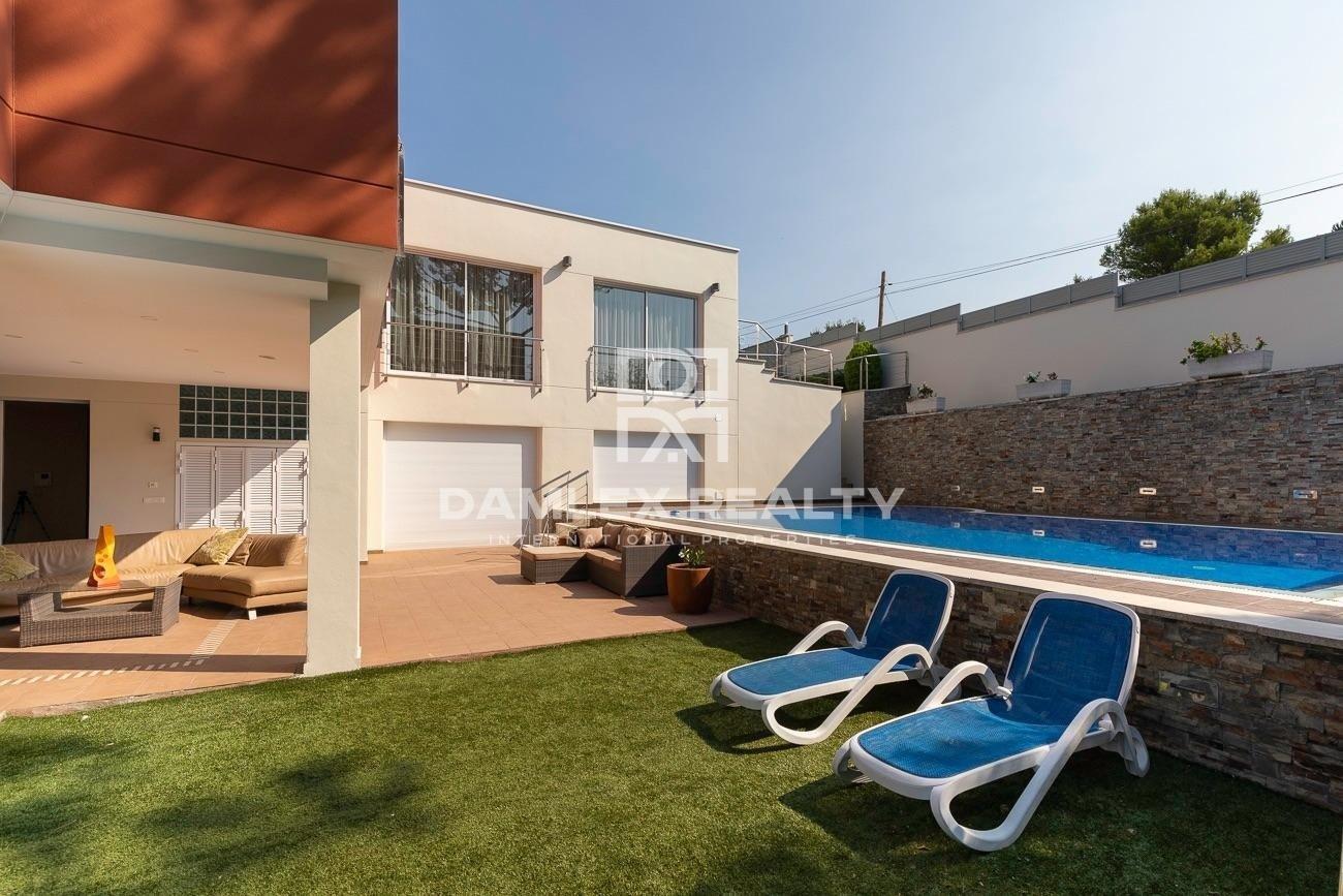 Maison luxueuse et moderne à La Montgoda