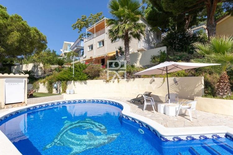 Belle propriété offrant 4 logements indépendants avec vue sur la mer