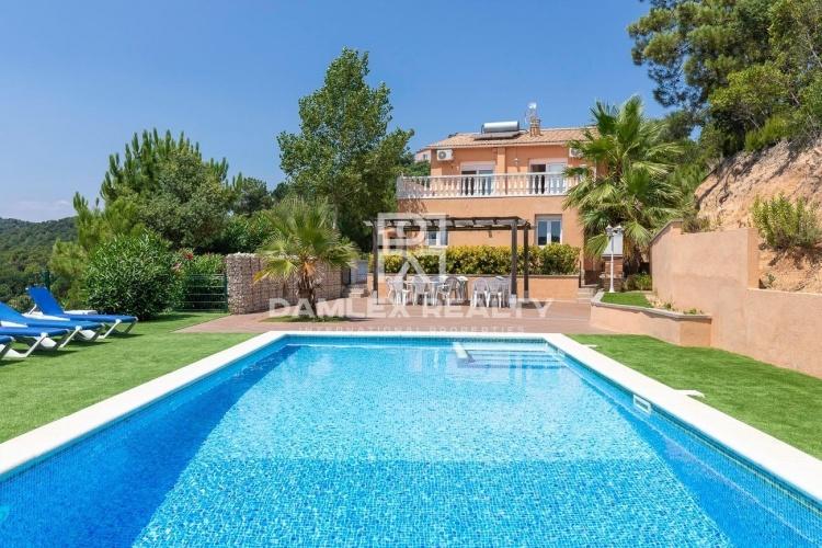 Charmante villa avec vue mer et montagne