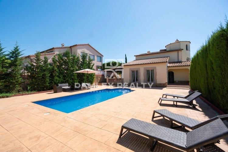 Belle maison de style méditerranéen dans l`urbanisation Condado del Jaruco
