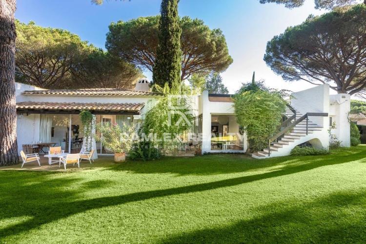 Superbe villa de style ibicenco au cœur du Golf de Santa Cristina de Aro