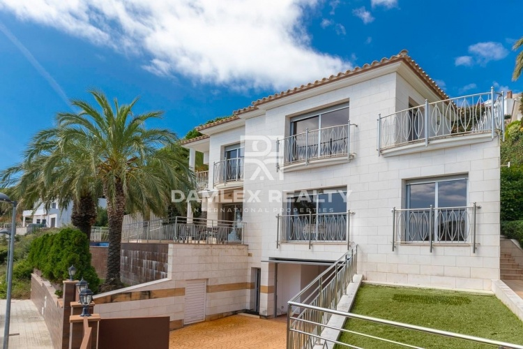 Villa de luxe dans l`urbanisation La Montgoda