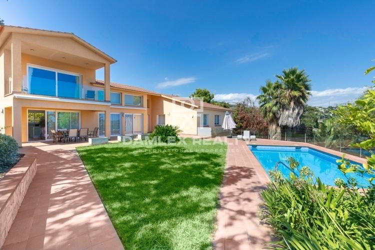 Villa de luxe avec vue sur la mer dans une urbanisation de Tossa de Mar