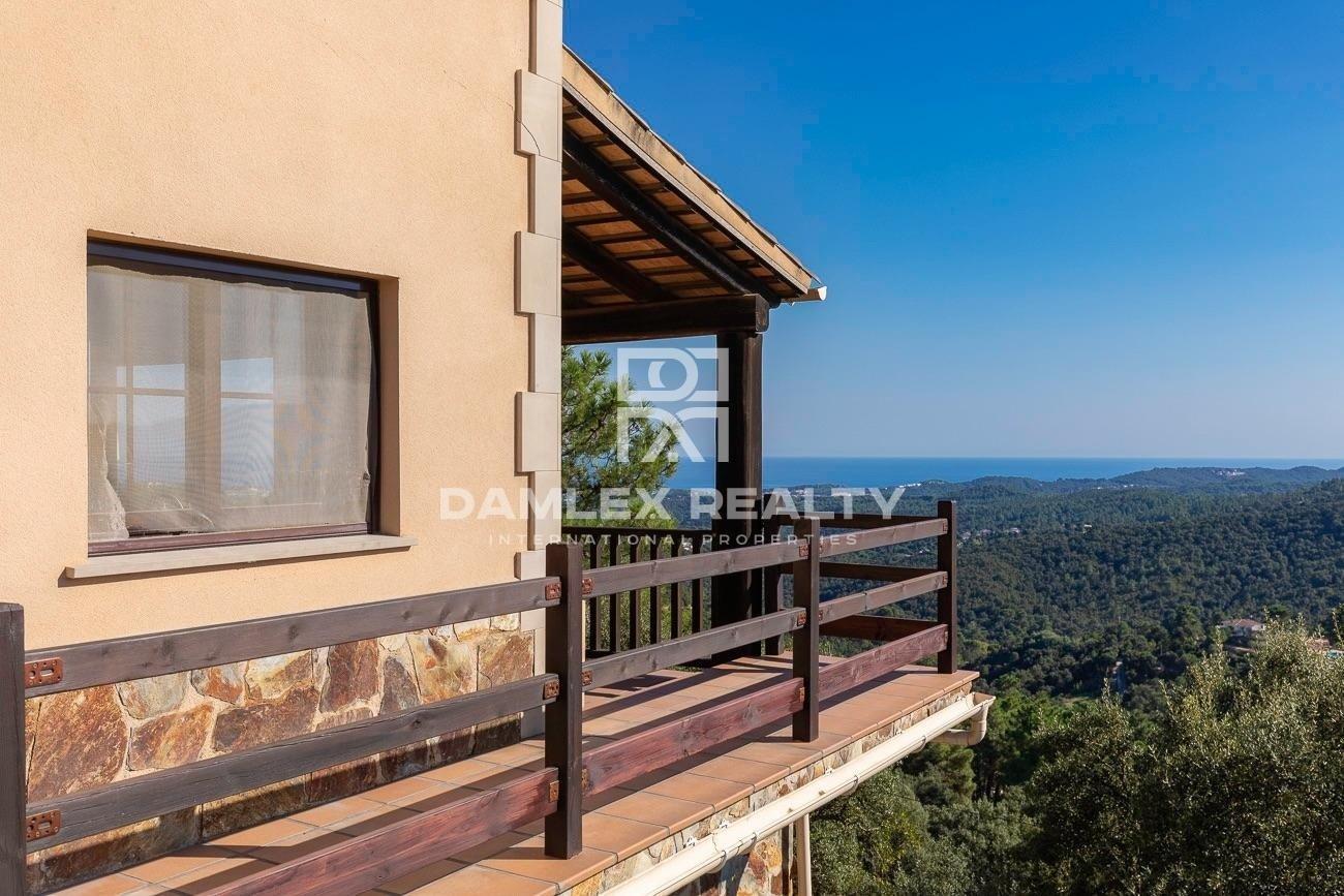 Superbe villa avec vue imprenable sur la mer et la montagne