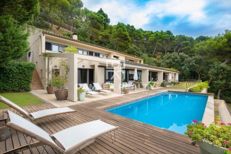 Villa de luxe dans l`endroit le plus pittoresque de la Costa Brava