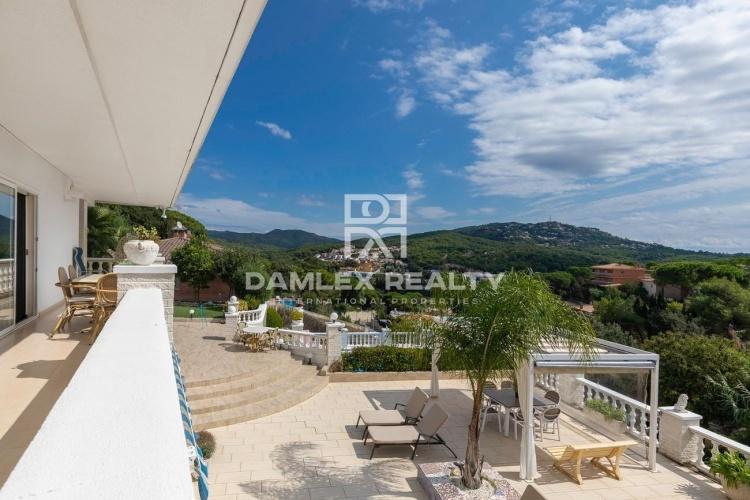 Villa élégante dans la prestigieuse urbanisation de Lloret de Mar