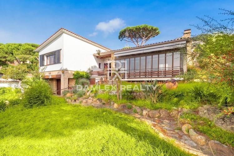 Impressionnante maison individuelle construite sur 2 parcelles