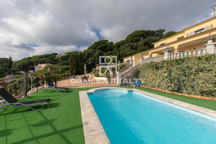 Villa avec vue sur la mer sur la côte de Barcelone