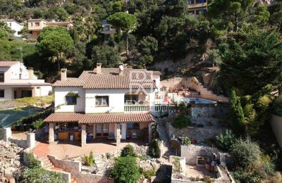 Villa avec piscine et vue mer dans l`urbanisation tranquille de La Riviera