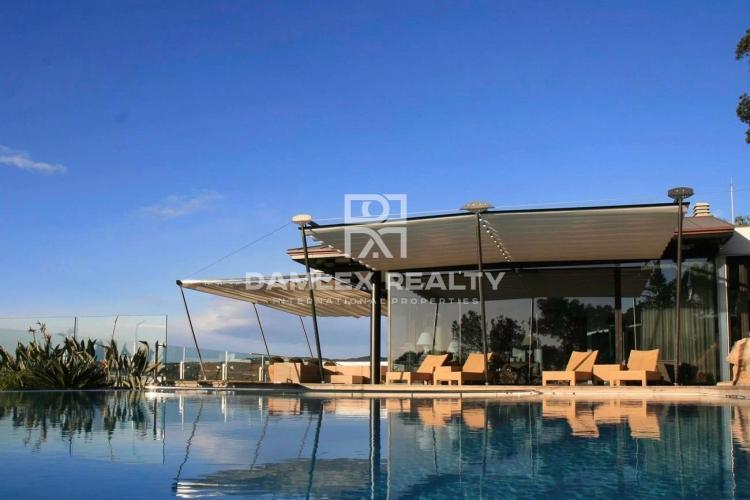 Villa neuve moderne avec vue sur la mer