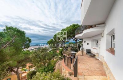 Très jolie maison avec vue mer panoramique dans l`urbanisation Turó de Lloret