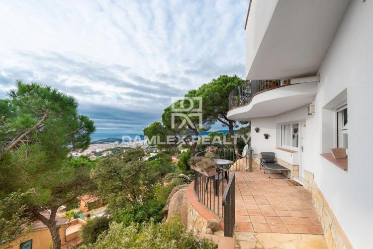 Très jolie maison avec vue mer panoramique dans l