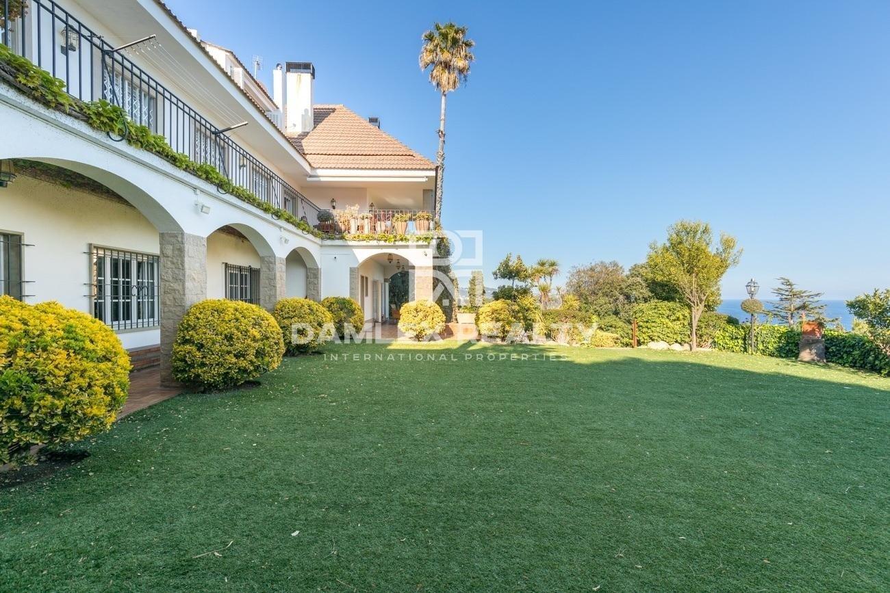 Villa située dans une urbanisation prestigieuse de la Costa Brava